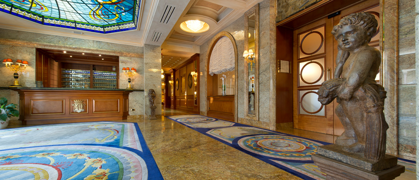Hotel Simplon Reception.jpg